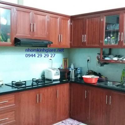 Tủ bếp nhôm kính đẹp HCM mẫu sơn tĩnh điện giả gỗ ẤN TƯỢNG